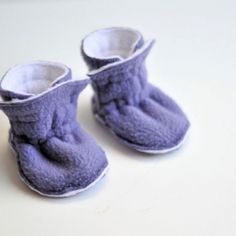 Fleece Baby Booties Warm And Snuggly That Won T Fall Off S Feet A Simple Design Easy To Make With Free Pattern