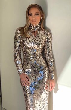 Jennifer Lopez in Tom Ford attending the Oscars Silver Dress, Gold Dress, Sequin Dress, Dress Up, High Neck Dress, Style Casual, Tom Ford, High Fashion, J Lo Fashion