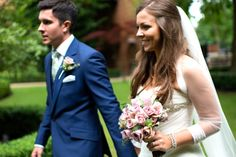 Bride and Groom Portrait / Blue Suit Green Tie / Dusty Pink Rose Bouquet / Long Veil (Elly Brown Photography)