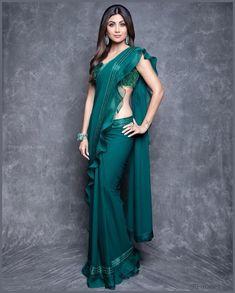 Fresh Look Fashion - Online Indian Fashion Store for Women Clothes Drape Sarees, Saree Draping Styles, Saree Styles, Dress Indian Style, Indian Dresses, Indian Outfits, Saree Blouse Patterns, Saree Blouse Designs, New Saree Designs