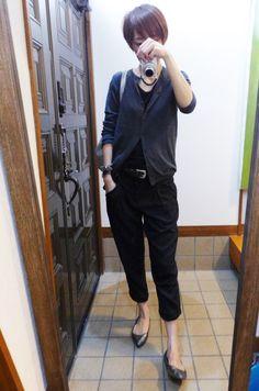 モコーデ: 4月10日 UNIQLOカーデとGAPパンツでブラックなコーデ
