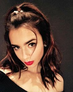 We rounded up 13 of Lily Collins' prettiest, best makeup looks. See the photos, here. Lily Collins, Lilly Collins Hair, Bobby Pin Hairstyles, Scarf Hairstyles, Sporty Hairstyles, Braided Hairstyles, Teen Vogue, Soft Grunge Hair, Mujeres Tattoo