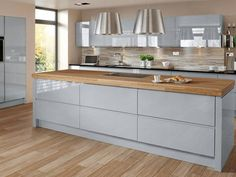 Gloss Grey Kitchen Small Decoration 24 On Kitchen Design Ideas Wood Worktop Kitchen, Handleless Kitchen, Cocinas Kitchen, Grey Kitchen Cabinets, Kitchen Island Oak, Kitchen Islands, Cupboards, Kitchen Diner Extension, Open Plan Kitchen Diner
