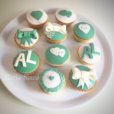 """Cupcakes per un matrimonio sui toni del verde 💚 #instafood #ilas #ilassweetness #cupcakes #cakedesign #pastadizucchero #sugarpaste #matrimonio #wedding #weddingday  Per info e richieste contattami qui  www.facebook.com/ilascake  e se ti va metti """"mi piace"""" alla mia pagina 👍🏻"""