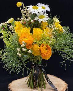 Bouquet with Fresh Flowers 💐 Fresh Flowers, Flower Designs, Dandelion, Bouquet, Just For You, Table Decorations, Plants, Instagram, Home Decor