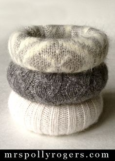 Tutorial on how to make Felted Sweater Bangles in an evening - for you or as GIFTS! Jewelry Crafts, Handmade Jewelry, Do It Yourself Baby, Recycled Sweaters, Old Sweater, Fabric Jewelry, Felt Diy, Winter Accessories, Wool Felt