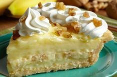 Old Fashioned Banana Cream Pie - Ingredients: 1 inch) pie crusts, baked 3 cups whole milk cup white sugar cup all-purpose flour teaspoon salt 3 egg yolks, slightly beaten 2 tablespoons butter 1 teaspoon vanilla 3 bananas DIRECTIONS: Have … Banana Cream Pies, Köstliche Desserts, Dessert Recipes, Tastee Recipe, Cream Pie Recipes, Banana Recipes, Easy Recipes, Cooking Recipes, Delicious Recipes