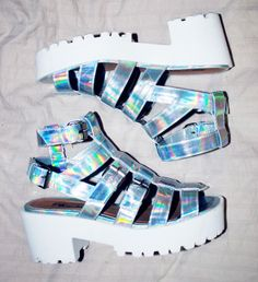 irridescant holographic platforms