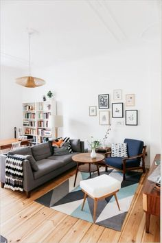 170 Fantastic Small Living Room Interior Ideas for Apartment https://www.futuristarchitecture.com/7916-small-living-rooms.html --- don't like this rug but looking @ for layout