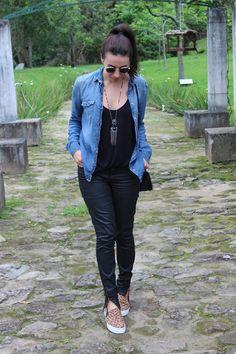 Nanda Pezzi - Camisa jeans e slip on de oncinha
