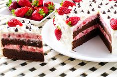 Marshmallows and chocolate, delicious strawberries. Romanian Desserts, Chocolate Marshmallows, Sweets Recipes, Something Sweet, Tiramisu, Sweet Treats, Cheesecake, Strawberry, Food And Drink
