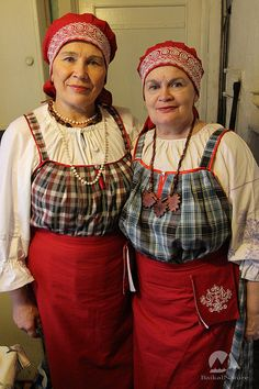 Karelian women in traditional dress