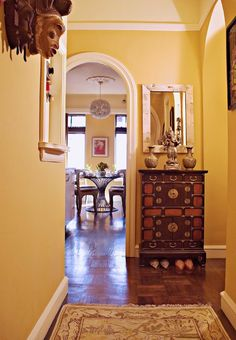 Eclectic Entry Dining Room Curtains Design, Pictures, Remodel, Decor and Ideas - page 2 Gold Paint Colors, Bathroom Paint Colors, Exterior Paint Colors, Gold Painted Walls, Gold Walls, Yellow Walls, Entry Way Design, Wall Design, House Design