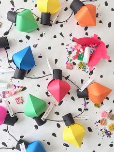DIY Christmas bulb advent calendar / Un calendrier de l'avant amusant! Diy Christmas Lights, Christmas Countdown, Christmas Projects, Handmade Christmas, Holiday Crafts, Holiday Fun, Christmas Holidays, Christmas Bulbs, Christmas Decorations