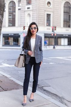 Sharing a classic look in this striped blazer paired with the best petite pants I've found! Business Casual Outfits, Trendy Outfits, Fashion Outfits, Womens Fashion, Ladies Fashion, Fashion Ideas, Summer Business Casual Women, Fashion 2017, Fashion Hacks