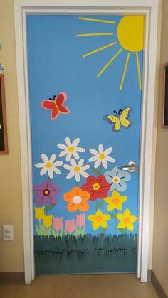 Preschool Door Decorations, School Decorations, Garden Theme Classroom, Classroom Themes, School Board Decoration, Rabbit Crafts, School Doors, Paper Crafts For Kids, Creations