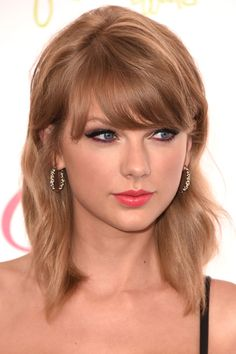 The best celebrity cat eyes: 15 feline-inspired looks that are seriously envy-inducing // Taylor Swift