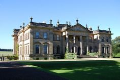 Duncombe Park has sweeping grass terraces, towering veteran trees, and classical temples. English Manor Houses, English Castles, English House, Georgian Mansion, Georgian Homes, English Estates, United Kingdom Image, English Architecture, Castle House