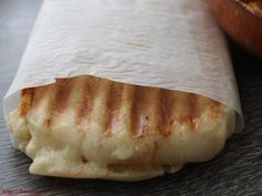 The bread for the panini may be very easy to make and it's the very best bread for this well-known sandwich topped with cheese and eaten sizzling. Snack Recipes, Cooking Recipes, Snacks, Panini Recipes, Pain Panini, Homemade Sandwich Bread, Baguette Recipe, Muy Simple, Sandwiches