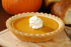 Sweet potato pie is a staple Thanksgiving dinner dessert for many families across the nation. I love making this yummy pie for all of the holidays in the fall and winter because it is so Pumpkin Spiced Latte Recipe, Pumpkin Spice Latte, Sugar Free Sweets, Sugar Free Recipes, Homemade Sweet Potato Pie, Sugar Free Pumpkin Pie, Diabetic Desserts, Diabetic Recipes, Ww Desserts