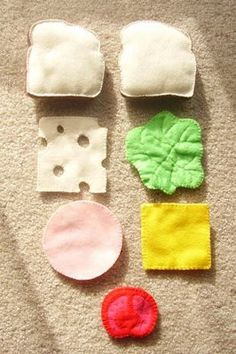 Snazzle Craft: Bologna Sandwich and Chips - Felt Play Food (this is the link to see all the finished pieces) DIY Pattern Inspiration Felt Diy, Felt Crafts, Diy For Kids, Crafts For Kids, Felt Food Patterns, Felt Play Food, Pretend Food, How To Make Sandwich, Homemade Toys