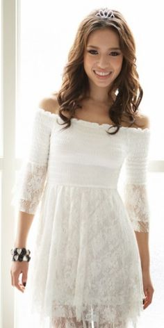 Kayık yaka beyaz elbise