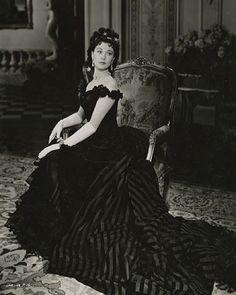 "Vivien Leigh as ""Anna Karenina,"" 1948. Costume design by Cecil Beaton ❤️❤️❤️"