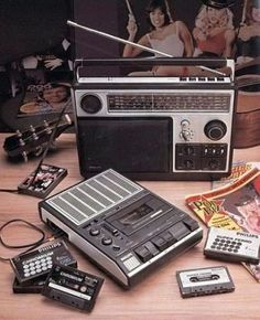 Portable Cassette Deck and radio by Philips. Cheap silver-painted plastic as far as the eye reaches....(wears off rather quick!)