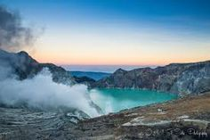 Ijen Crater in East Java, is known as one of the unmissable sights in Indonesia. It is known for its fiery blue flames, and beautiful lake. Komodo National Park, National Parks, Borobudur Temple, Honeymoon Vacations, Gili Island, World 2020, Blue Flames, Island Tour, Travel Activities
