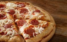 Pepperonipizza - Reseptit - Arla Pizza Tarts, Pepperoni, Mozzarella, Mashed Potatoes, Cauliflower, Vegetables, Ethnic Recipes, Food, Whipped Potatoes