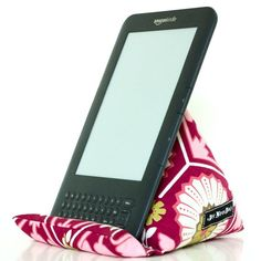 Ricochet and Away!: E-reader, Nook, ipad stand tutorial Iphone Holder, Iphone Stand, Cell Phone Holder, Sewing Hacks, Sewing Tutorials, Sewing Crafts, Sewing Projects, Diy Ipad Stand, Tablet Stand