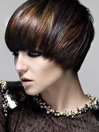 Karmelowe Pasemka Na Brazowych Krotkich Wlosach Szukaj W Google Short Hair Highlights Short Hair Styles Glam Hair