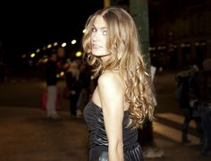 Cabelos que mudam de acordo com o ciclo menstrual Party Looks, Beautiful Women, Long Hair Styles, Fashion Tips, Beauty, Woman, Long Hair Updos, Haircuts, Strands