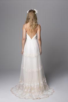 Nouveau por Giselle Nasser   Costas do  vestido Cris em tule bordado contato@nouveau.net.br  Yes, credit please!
