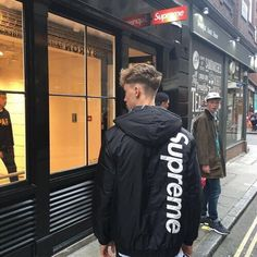 Men's Jackets For Every Occasion. Photo by Menswear Market Jackets are a must-have in the cold weather but it can also be used to accessorize an outfit. Bape, Mode Streetwear, Streetwear Fashion, Streetwear Clothing, Street Outfit, Street Wear, Supreme Clothing, Male Clothing, Outfits Hombre