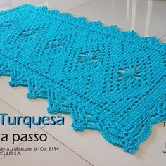Tapete-Turquesa-passo-a-passo-e-gráfico Home Crafts, Diy And Crafts, Tablerunners, Crochet Home, Crochet Doilies, Lace Shorts, Cross Stitch, Blanket, Rugs