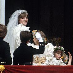 Princess Diana on the palace's balcony--so pretty! #weddings