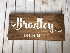 Un favorito personal de mi tienda Etsy https://www.etsy.com/es/listing/477547519/last-name-wooden-sign-wedding-5th