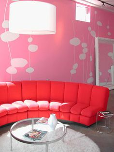 This would be perfect as the waiting area of a hairdresser or beauty salon.