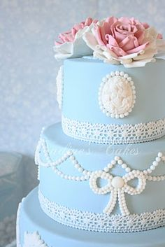 Been craving cakes that's why all my posts today have been cakes hah! But how lovely is this victorian cake? Love