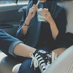 Ootd Hijab, Girl Hijab, Hijab Outfit, Aesthetic Photo, Aesthetic Girl, Foto Mirror, Girl Face, Hijab Fashion, Pretty Girls