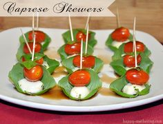 Are you looking for a delicious appetizer to bring to a party? These caprese & antipasto skewers are delicious easy appetizers to make on short notice! Antipasto Skewers, Skewer Appetizers, Easy To Make Appetizers, Cold Appetizers, Easy Appetizer Recipes, Appetisers, Brie Appetizer, Clean Eating Snacks, Holiday Recipes