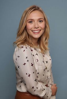 Shared by Viktorya. Find images and videos about elizabeth olsen on We Heart It - the app to get lost in what you love. Elizabeth Chase Olsen, Elizabeth Olsen Scarlet Witch, Mary Kate Ashley, Mary Kate Olsen, Godzilla, Olsen Sister, Olsen Twins, Wanda And Vision, Gal Gadot
