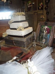 Western  Wedding Cake Stand. $55.00, via Etsy.