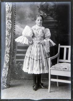 Veselský kroj. Folk Costume, Costumes, Czech Republic, Folklore, Faces, Victorian, Culture, Dresses, Fashion