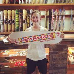 """Vanessa Torres hat bereits eins, Amy Caron hat eins, nun auch Lacey Baker. Wir reden von ihrem Pro-Model-Deck.  Der Brand wurde 2013 gegründet und kommt immer schön bunt und gern auch etwas """"kinky"""" daher. Da macht Lacey ihr """"Smarties""""-Board keine Ausnahme. Letztes Jahr hat sie noch als """"Gast-Designerin"""" selbst eine Grafik für MEOW Skateboards entworfen, jetzt wirds ihr mit ihrem eigenen Board gedankt. Schöne Sache das.  Wir gratulieren!"""