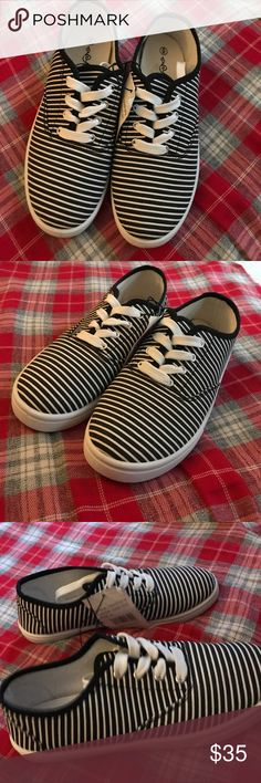 Black and white striped shoes New shoes with black and white stripes size 6 Shoes