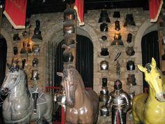 the tower armory   ... Warteschlangen: Tickets für den Tower of London Inside the Armory
