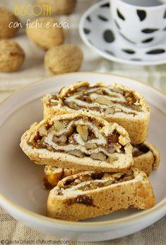 Biscotti con fichi e noci // walnut fig cookies Fig Cookies, Biscotti Cookies, Biscotti Recipe, Italian Pastries, Italian Desserts, Italian Recipes, Italian Dishes, Cookie Recipes, Dessert Recipes