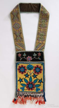 Bandolier bag with spot-stitch front pocket decorated with multicolored glass se. Native American Regalia, Native American Beadwork, Native American Art, Loom Patterns, Beading Patterns, Beaded Moccasins, Bugle Beads, Seed Beads, Yarn Bag